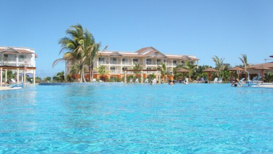 Отели на кубе Memories-Flamenco-Beach-Resort-4